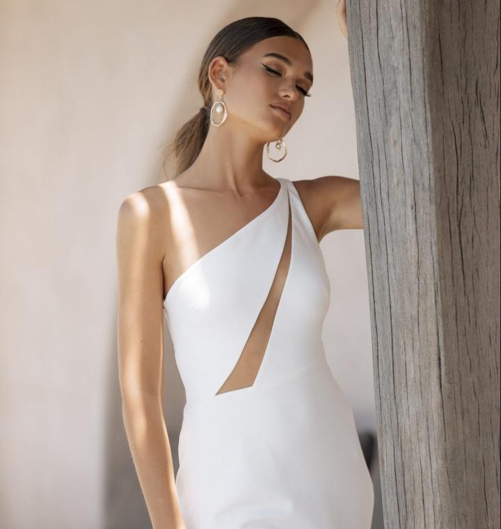 jane hill modern wedding dresses sold on exclusivity in Paris