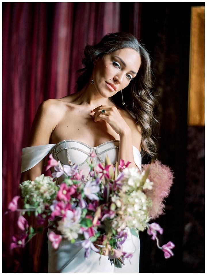 alon livne white wedding dress and veil sold at VIVIENNE Paris bridal store in Paris, France.